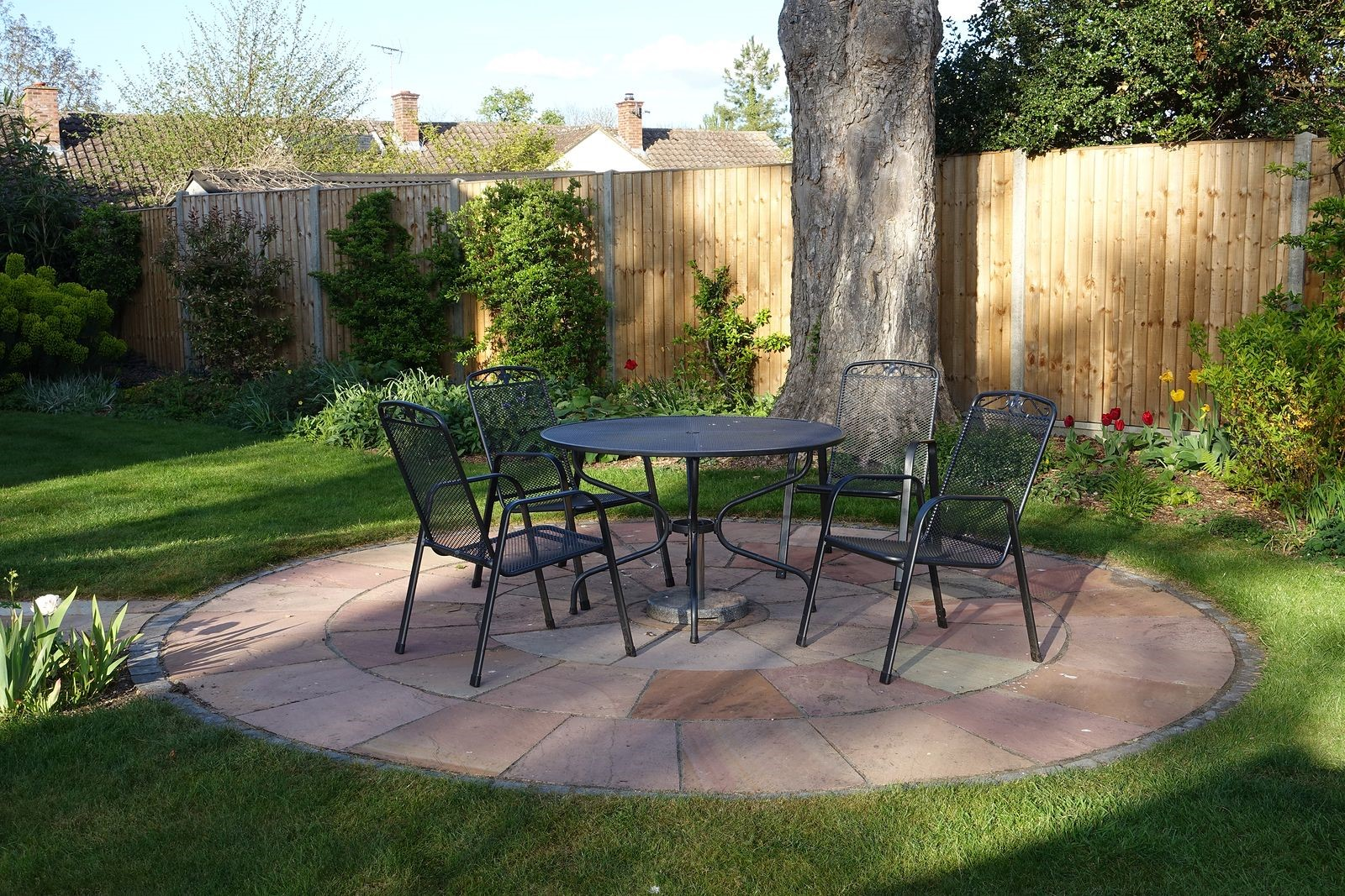 Reasons for Adding Lighting and Fencing to Services From Landscapers